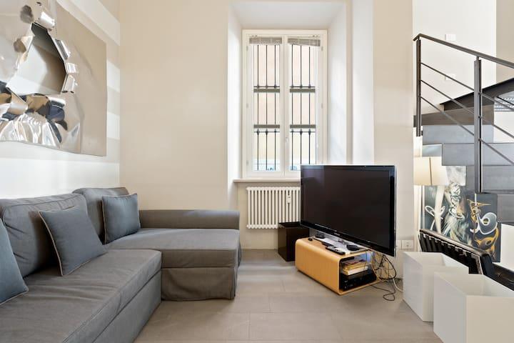 Contemporary Style ✧ Modern Mini-Loft in Sempione