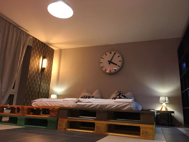 Stylish room with panorama in Villa+garden+parking