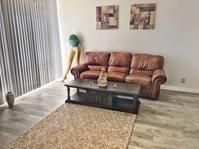 Clean Private Bedroom & Private Bathroom top DTLA