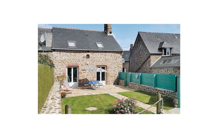 Semi-Detached with 2 bedrooms on 65 m² in St Broladre