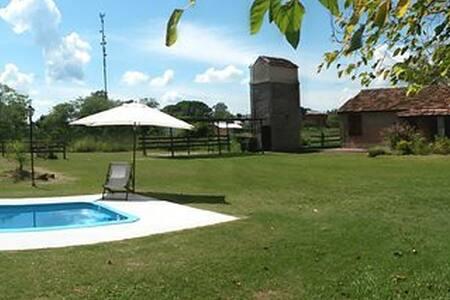 Casa espaciosa con parrilla, piscina y parque (1)