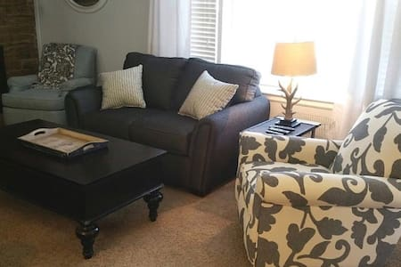 Cozy 4 bedroom Kansas City Stadium - 캔자스시티 - 단독주택