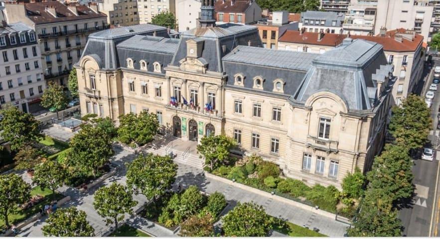 Jolie  F2  entier centre Paris-Mairie de clichy