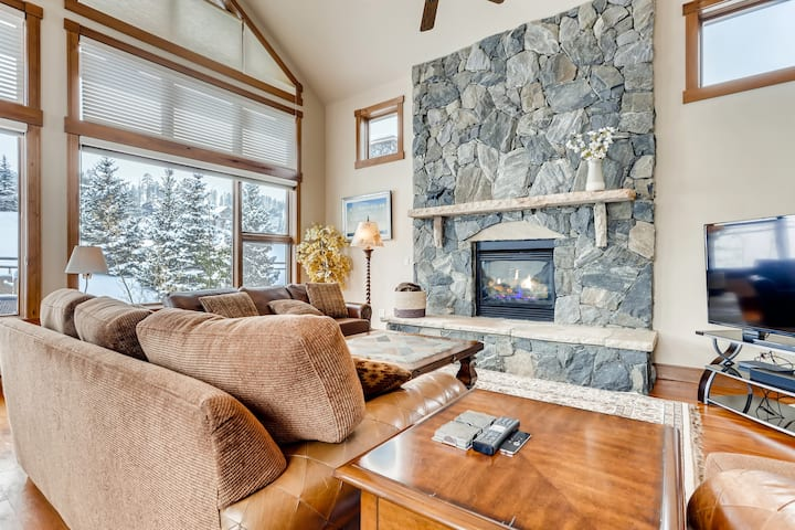 All-Suite 4BR on Breck Golf Course & Nordic Center