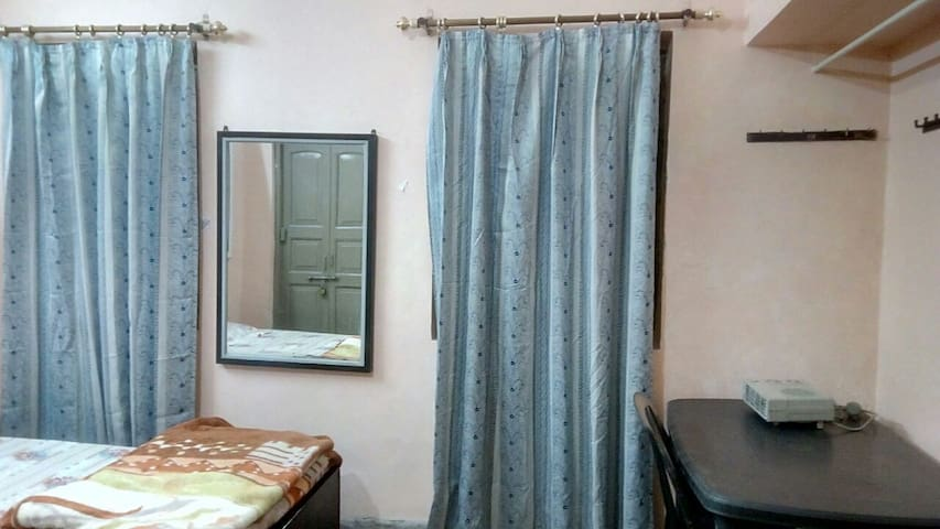 3 Beded Cozy Warm Room- Winter Happiness @ Lucknow