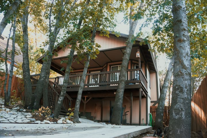 OakTreeHeaven, 1 mile from Trails & Lake, 4 beds