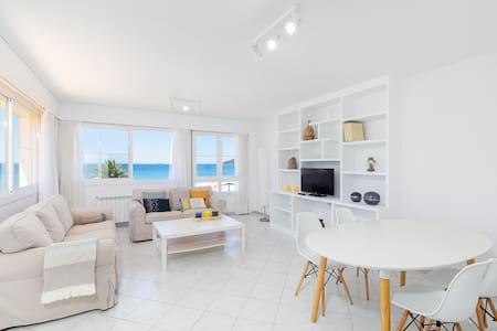 Apartamento Primera Linea Playa America con Jardin