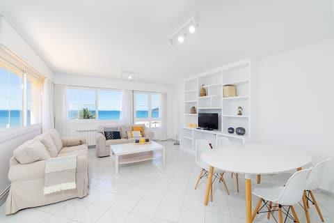 Beachfront modern apartment w/ private garden