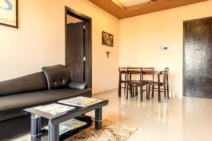 White-n-walnut theme, 2-Bed Apartment in Goregaon - Mumbai - Apartemen berlayanan