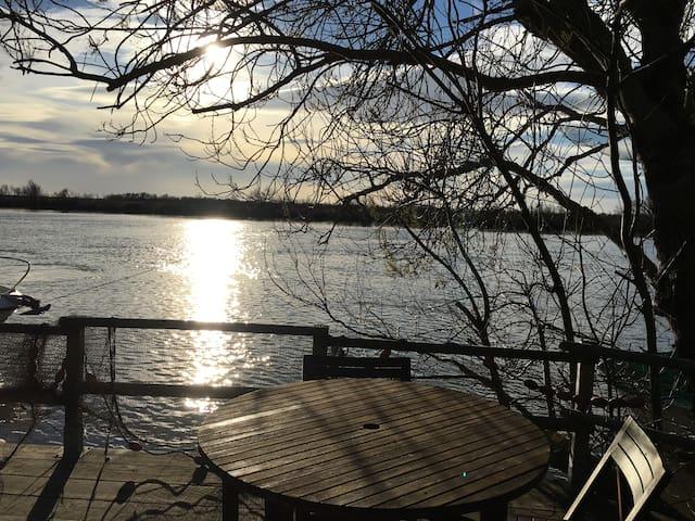 Le cabanon au bord de l'eau - Saintes-Maries-de-la-Mer - Bed & Breakfast