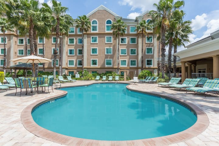 Family Suite - 2  Miles from Disney Springs