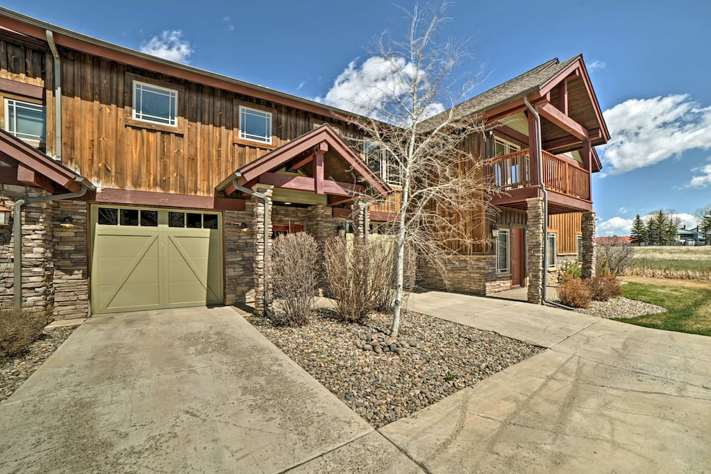 Enjoy a garage space, balcony and patio area from this 6-person unit.