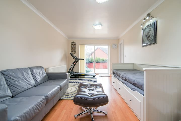 Prvt room,entry/exit,metro - Prestwich - House