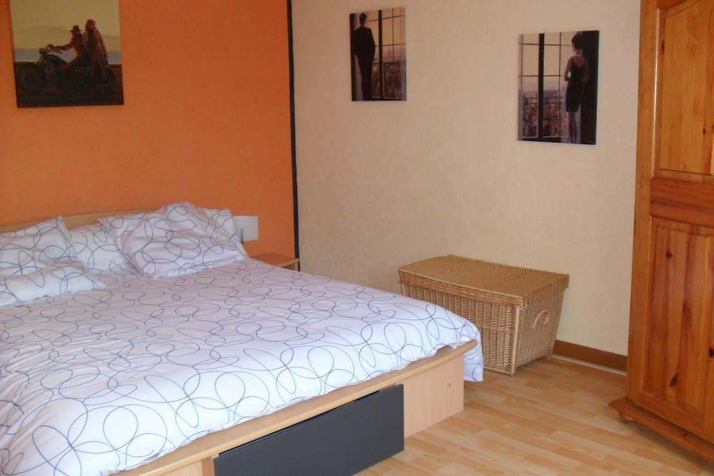 Chambre 16 M² lit en 160 X 200 drap fourni