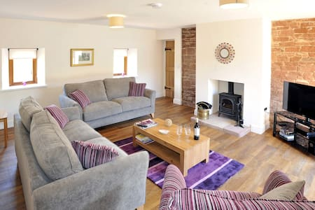 The Old Grainstore rural farm stay holiday cottage