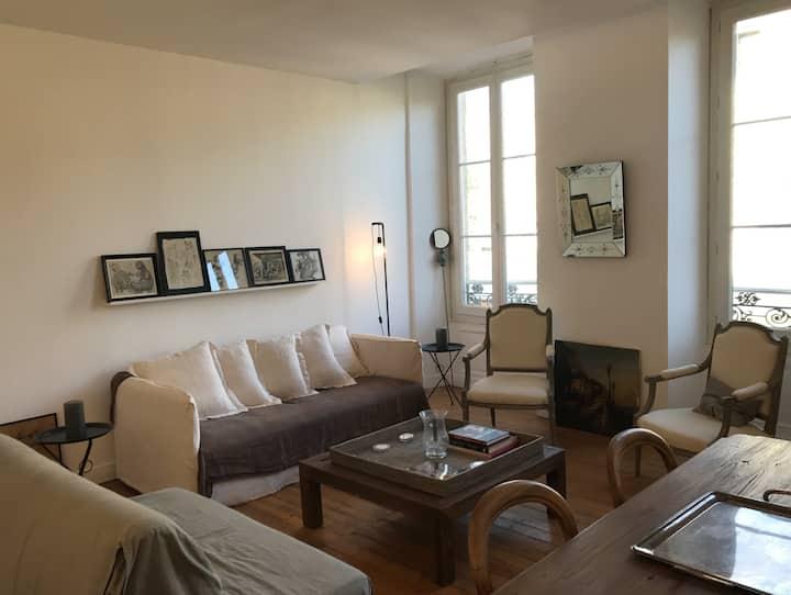 Bel Appartement Bourgeois au coeur des Chartrons