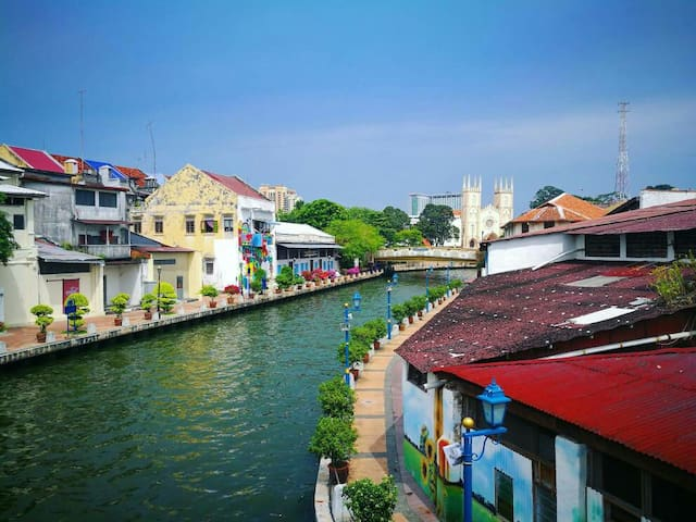 Enjoy the river view & soak into the ambience of the historical town........