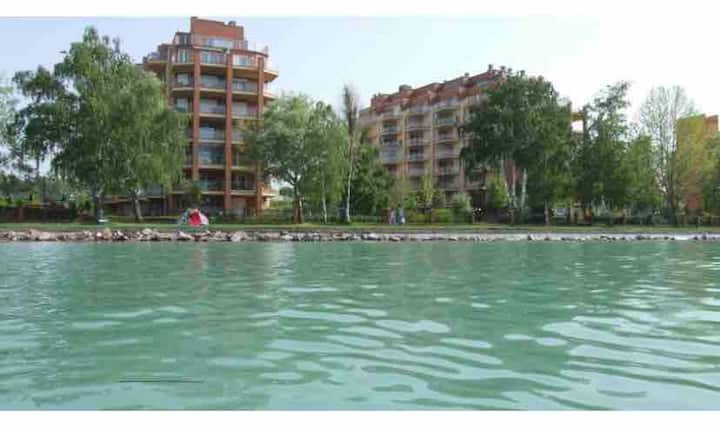 Galerius apartment next to the lake & spa &welness