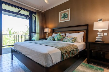 Eden Island Luxury Beach-Front Apartment- Emerald