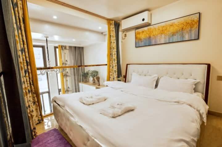 【到家馨宿】万达旁简约复式大床房整租