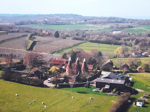 4  bed, Oast House, in the garden of England
