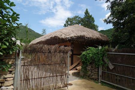 병사댁, 외암마을의 사랑채 농가민박 - Songak-myeon, Asan-si - Rumah