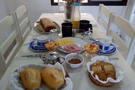 Quarto/Vagas fev/Café a parte/Guarujá/