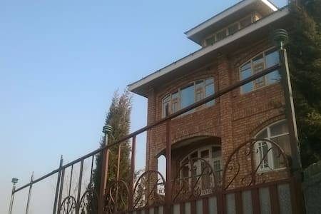 """Valley Heritage"" resort, Srinagar"