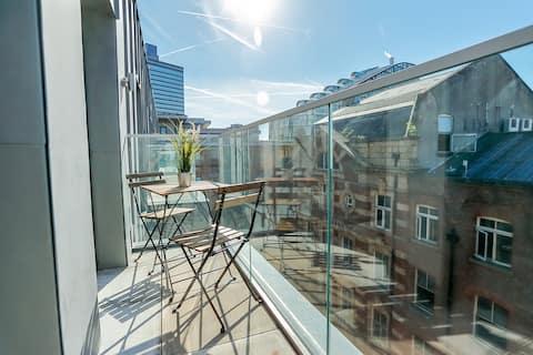 Stylish 2 Bed City Apt- Free Parking + Balcony ✔️