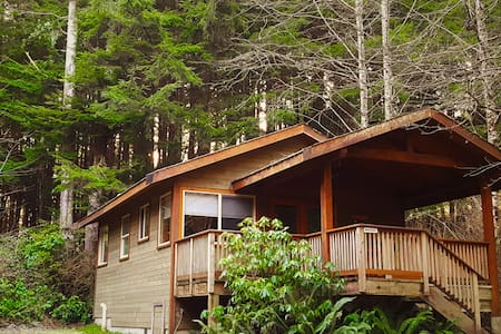 Rainforest Retreat- Bracken Cabin - Ucluelet - Kisház