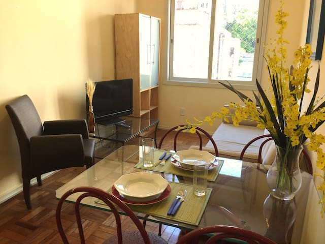 Ap. completo no Centro Histórico Demétrio 718/602 - Porto Alegre - Apartemen