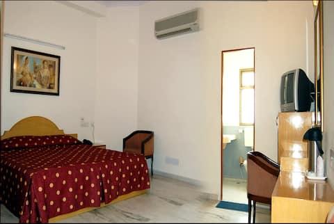 Madhuvan Hotel - Luxury (single)