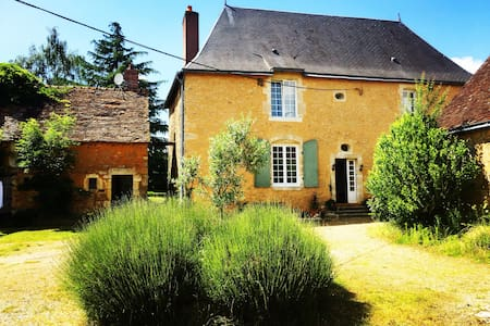 18th century French manor in extensive grounds - Saint-Symphorien