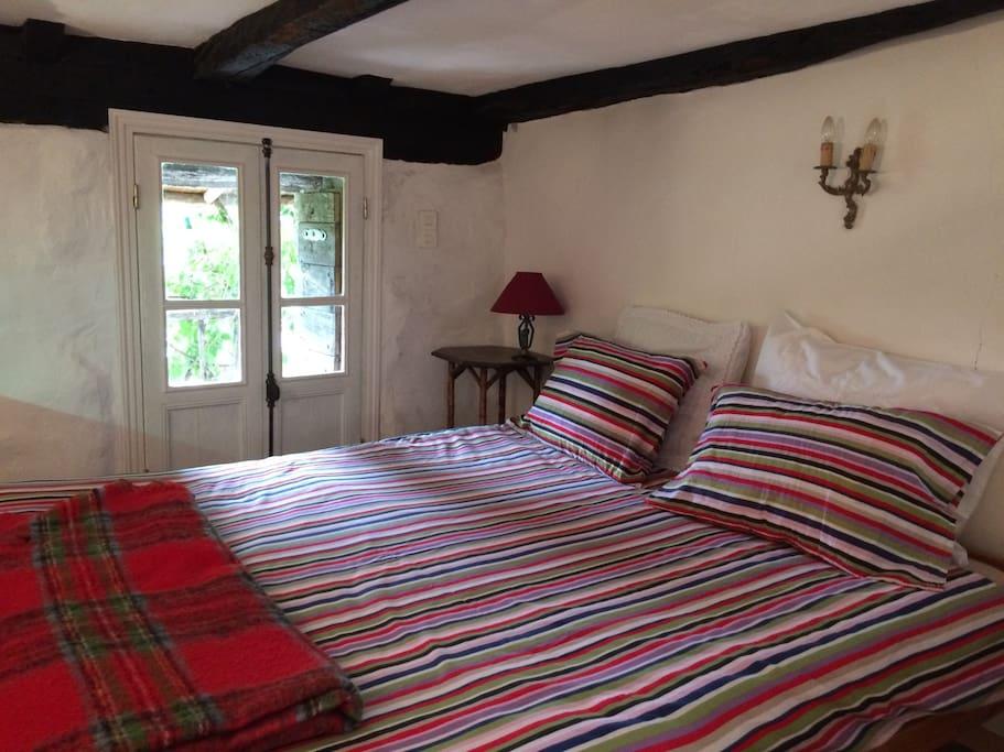 vall e de la thines chambre d 39 h te la cl de guest houses louer malarce sur la thines. Black Bedroom Furniture Sets. Home Design Ideas