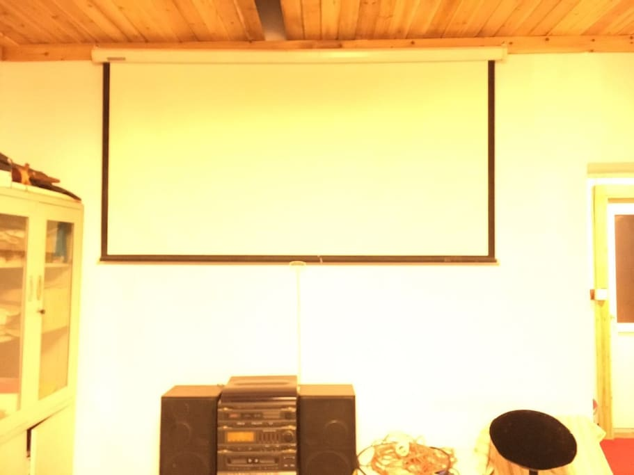 大床房外客厅投影