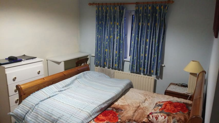 Cozy double-room in a house with modern amenities