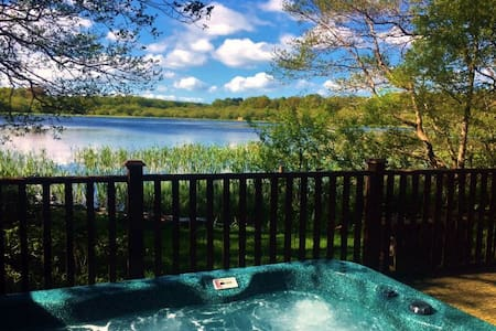 Luxury Lodge Gadwall, hottub, sleeps 2 near Lake District & Carlisle
