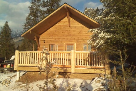 Stay at our new charming log cabin - Radium Hot Springs