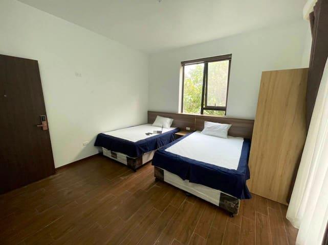 Bedroom plan, either 1 or 2 queen beds
