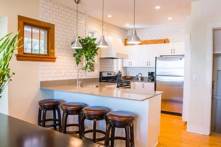 Cozy Neighborhood Home  Minneapolis- Bryn Mawr