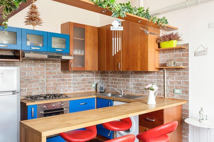 Stylish & Colorful Milanese apartment
