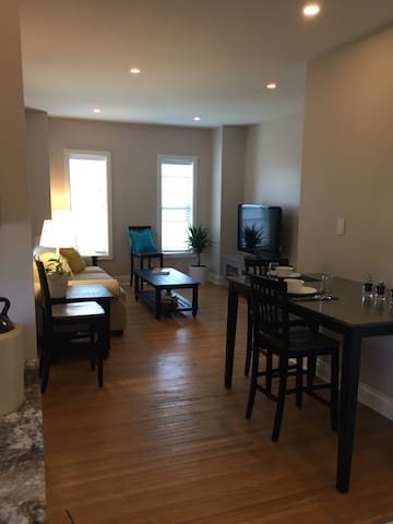 Charlotte House-1 bedroom apt in warm Century Home