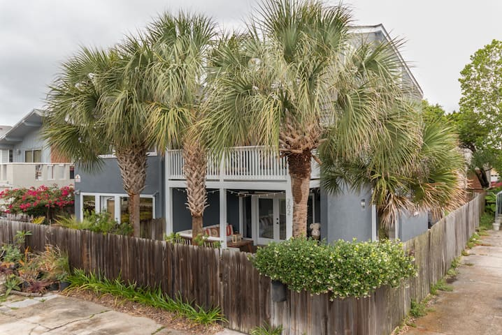 Perfect Beach House Getaway 2 Blocks from Beach - Neptune Beach - Hus