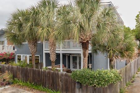 Perfect Beach House Getaway 2 Blocks from Beach - Neptune Beach - House
