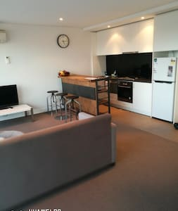 Boutique Accommodation Close to CBD - Glen Iris - Apartment