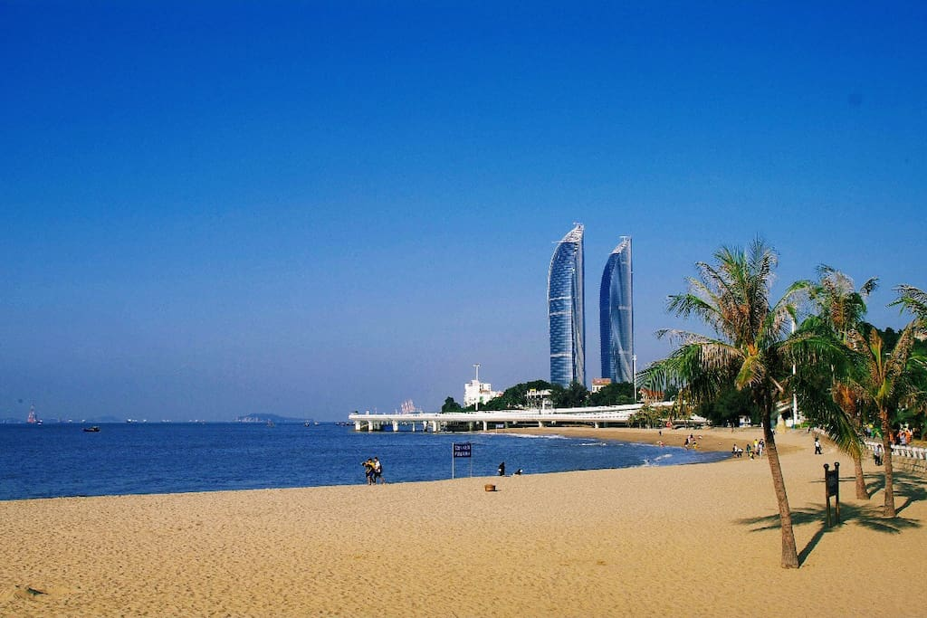 远眺双子塔,图片摄于厦大白城沙滩