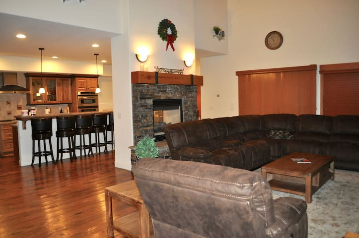 Luxury 4BR Home at North Lake Tahoe