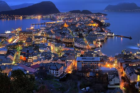 Nice apartment with great views and good location - Alesund - Apartamento