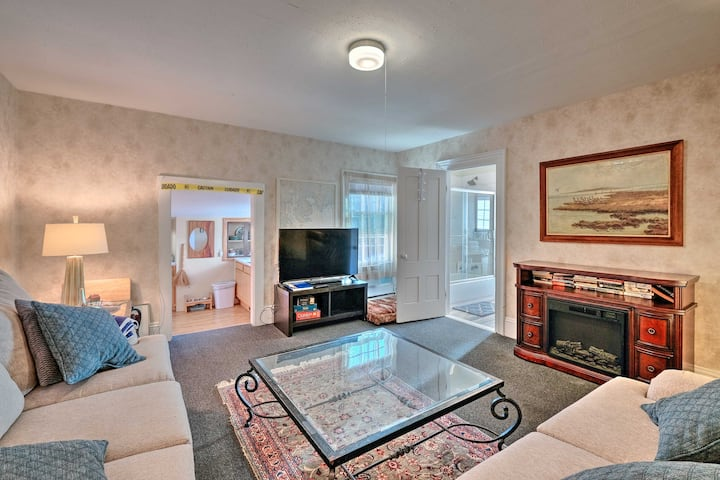 NEW! Quaint Rockport Apartment: 3 Miles to Water!