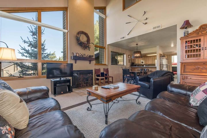 New Listing at Canyons! Family Friendly 4BR/4BA Red Pine Townhouse, Mountain Views, Pools, Hot Tubs - Park City - Wohnung